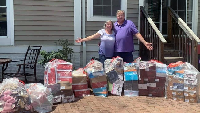 Couple buys out payless shoe store and donates